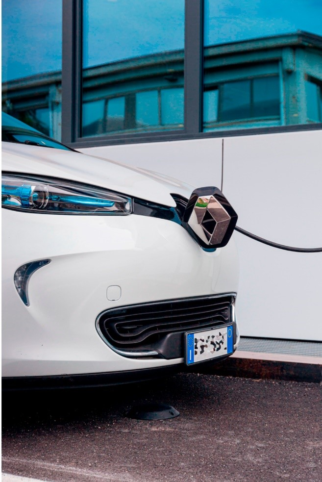 شارژ مجدد خودروی برقی در پارکینگ هوشمند المک ایفورماتیکا